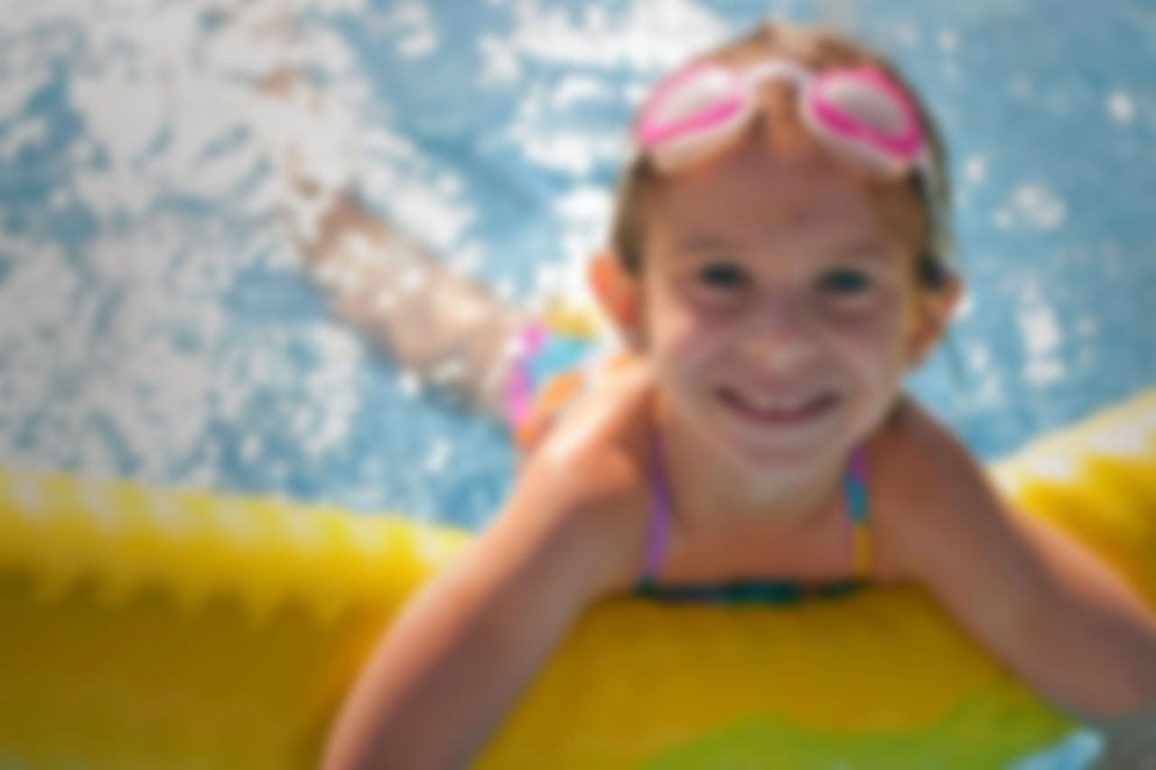 child_on_float_blur